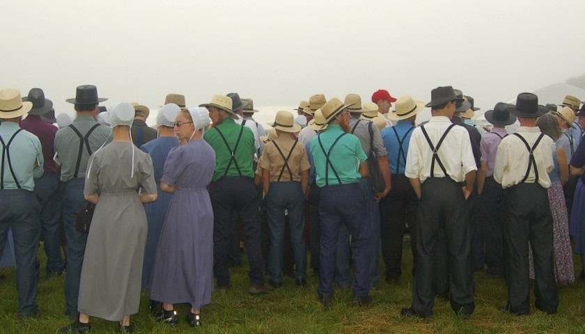 Amish-Crowd-of-people